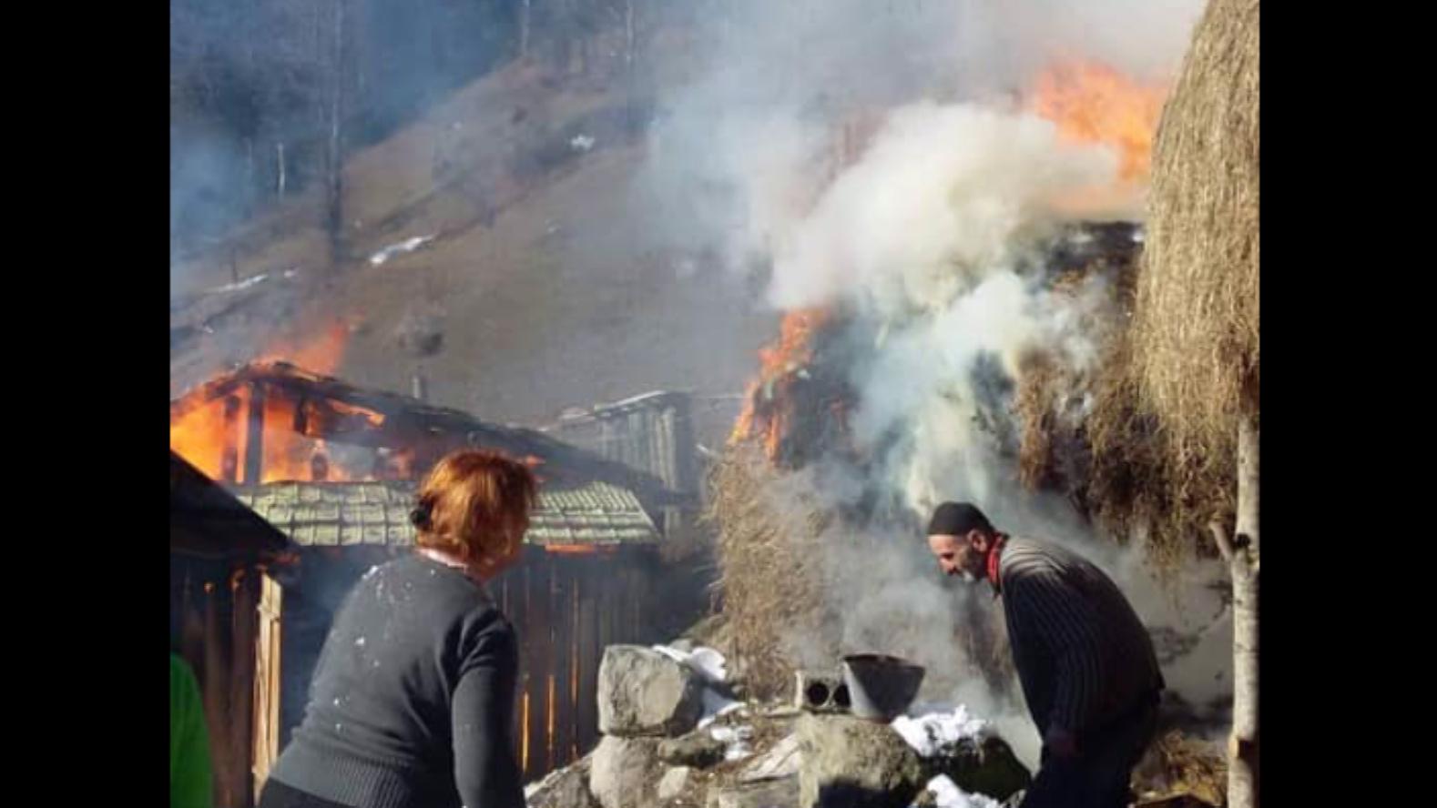 ცეცხლი დამხმარე ნაგებობას გაუჩნდა, მოგვიანებით კი სახლზეგადავიდა - ხანძარი ხულოში