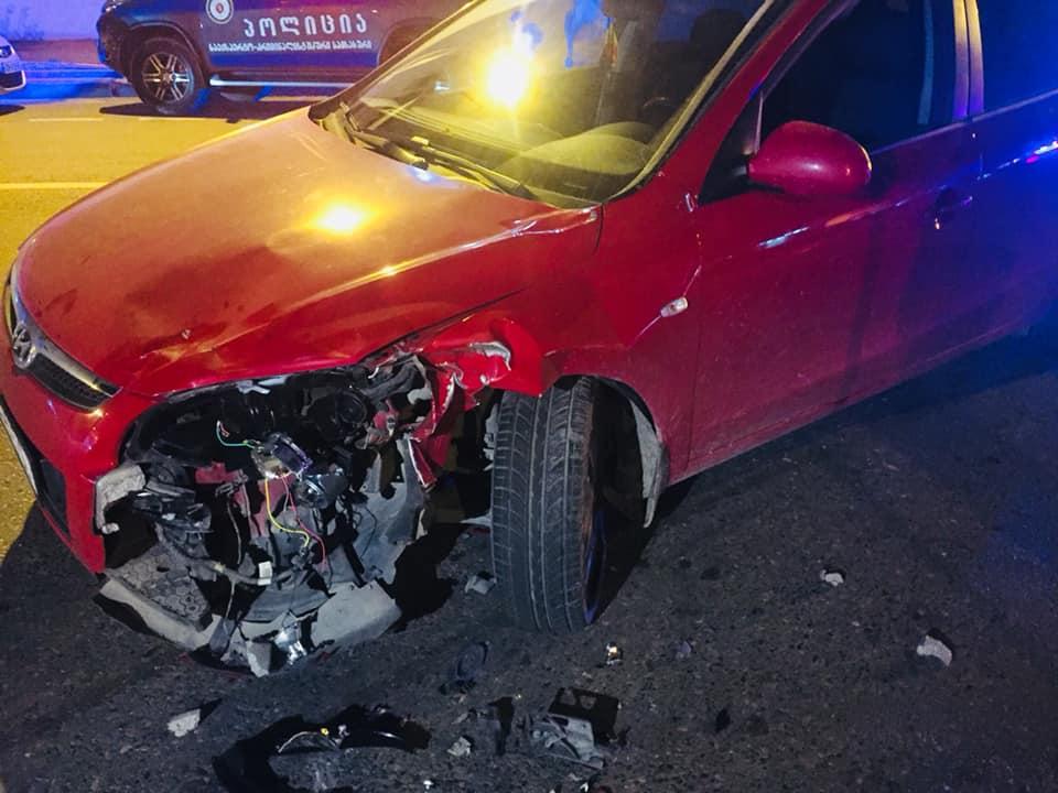 3 ადამიანი დაშავდა ავტომობილისა და მოტოციკლის შეჯახების შედეგად