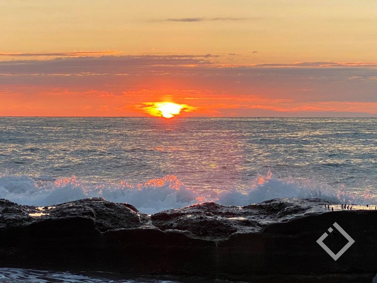 ოქროსფერი დაისი - ბათუმის სანაპიროზე